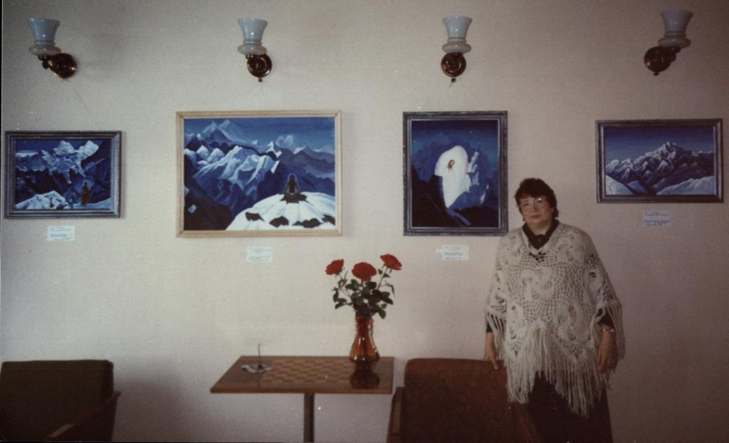 Выставка картин М. Тоненковой 25.12.96