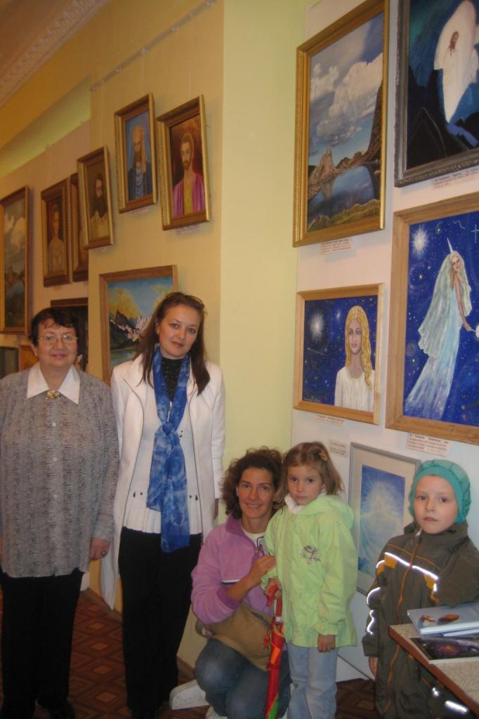 На 1-й выставке картин Маргарита Михайловна и дети индиго в к-т Рекорд