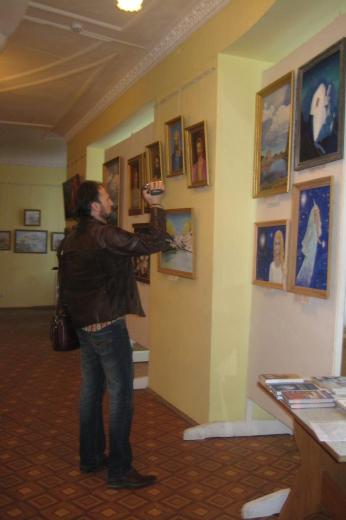 На 1-й выставке художников с экстрасенсорными способностями 2007 год