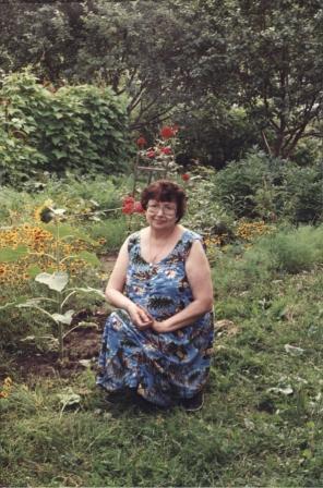 В саду. 2002 г.