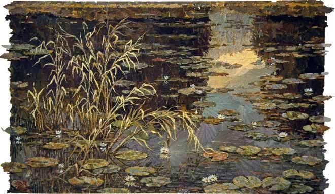 Белые лилии в пруду.